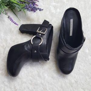 Vera Wang Lavender Label Black Leather Mule Clogs